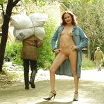 Naked Anya in the gateway, pic 22