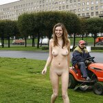Naked Irena entertains passers, pic 11