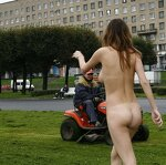 Naked Irena entertains passers, pic 21