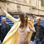 Naked Irena entertains passers, pic 31