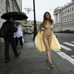 Naked Irena entertains passers, pic 37