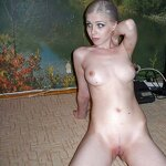 Slim blonde nude in the living room, pic 4