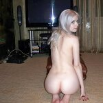 Slim blonde nude in the living room, pic 7
