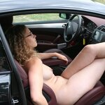 Beauty poses and sucks in a car, pic 13